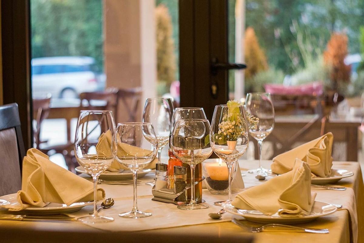 restaurant-449952_1920-3